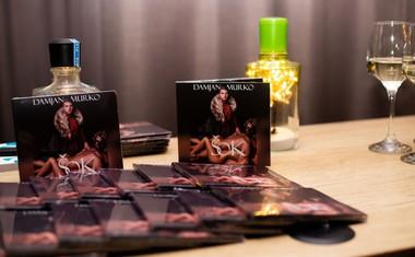 Slavček je ob tej priložnosti predstavil novi album.
