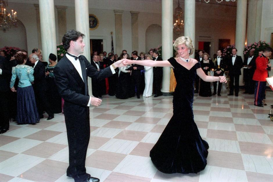 Najbolj kultna obleka princese Diane zdaj na dražbi (foto: Profimedia)