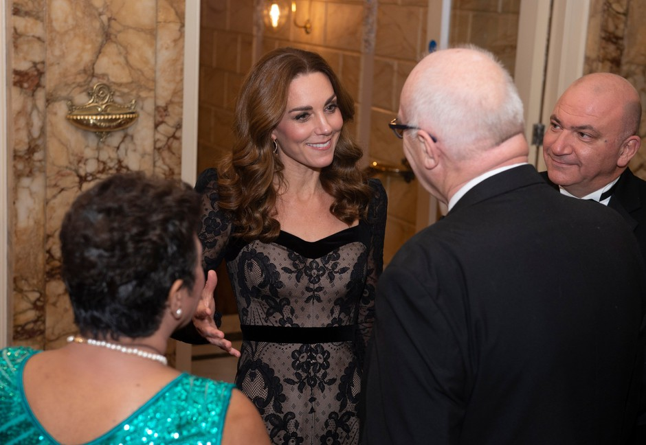 Kate Middleton v prozorni čipki, ki je bila videti kot, da je vojvodinja pokazala prav vse (foto: Profimedia)