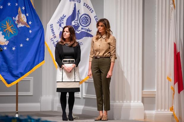 Nevsakdanja modna kombinacija Melanie Trump, ki jo pri njej redko vidimo (foto: Profimedia)