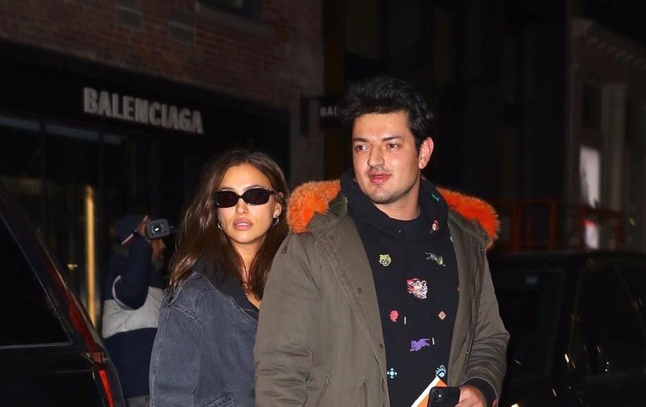 Irina Shayk po brodolomu z Bradleyjem Cooperjem v javnosti z novim moškim! (foto: Profimedia)