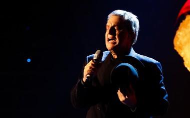 Srđan Milovanović se je preobrazil v legendarnega Leonarda Cohena.