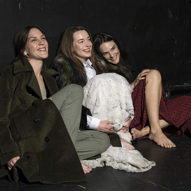 """Tamara: """"Tu smo bile morda le tri, tri igralke, za katere mislim, da smo si ljube, pa še vedno te včasih malce stisne, češ, same ženske."""" (foto: Peteruhan)"""