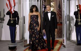 Malokrat ju vidimo skuaj, Michelle Obama objavila ljubko fotografijo v objemu moža Baracka
