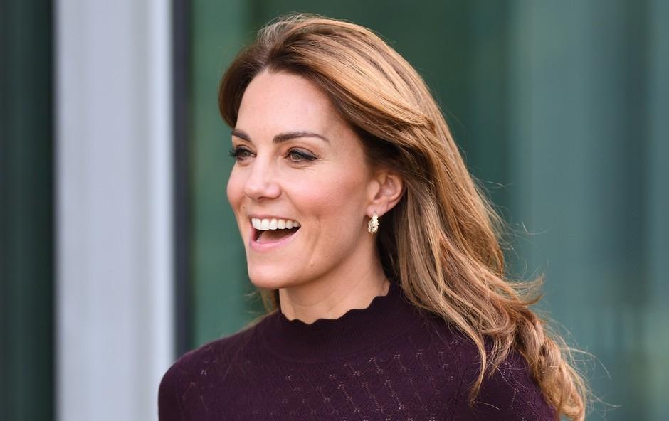 Praznična obleka Kate Middleton, ki je prava modna kombinacija za vse dni v decembru (foto: Profimedia)