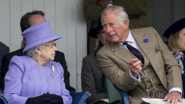 Princ Charles bo sedel na kraljevi prestol, kraljico Elizabeto pa po hitrem postopku poslal v pokoj (foto: Profimedia)