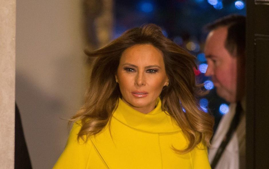 Rumeni plašč Melanie Trump, ki je v kraljevi palači zasenčil vse, še kraljica je ostala neopažena (foto: Profimedia)