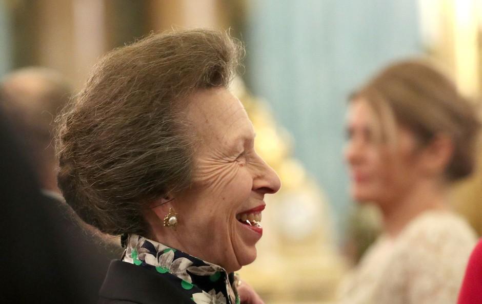 Vsi so mislili, da je princesa Anne grobo zavrnila kraljico, ki jo je prosila naj se rokuje s Trumpom, no resnica je povsem drugačna (foto: Profimedia)