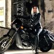 Kdo je ta huda bejba na motorju? Nihče drug kot babica Neda Ukraden