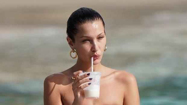 Bella Hadid uživala na plaži: Privoščila si je malce razuzdanosti (foto: Profimedia)
