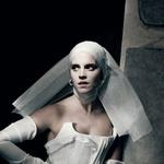 Oglejte si nekaj slik zvezdnic iz novega koledarja slovitega fotografa Paola Roversija (foto: Profimedia)