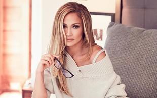 Jennifer Lopez objavila družinsko fotografijo in osupnila s svojim neverjetno mladostnim videzom