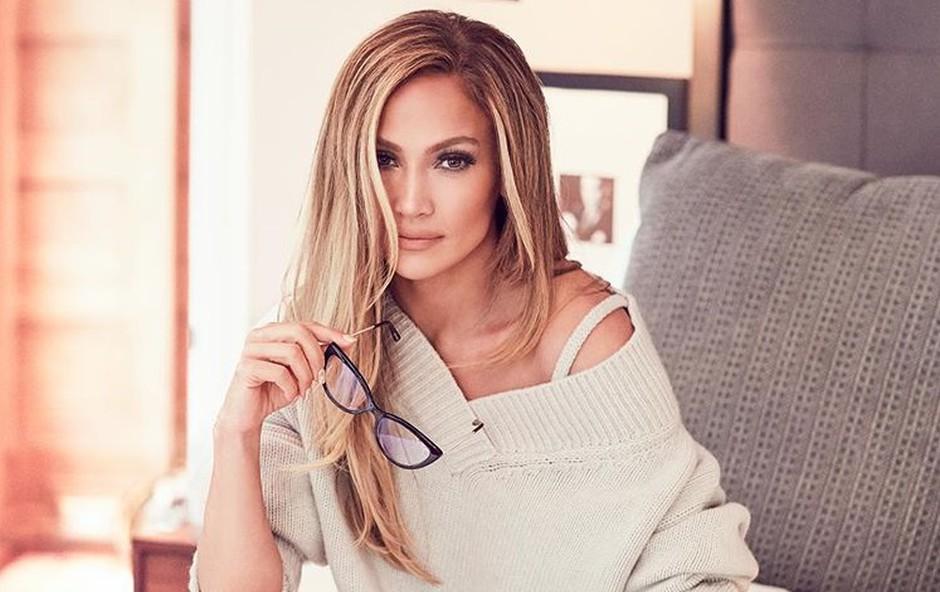 Jennifer Lopez objavila družinsko fotografijo in osupnila s svojim neverjetno mladostnim videzom (foto: Profimedia)