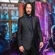 Keanu Reeves naj bi bil že dlje časa v zvezi z umetnico