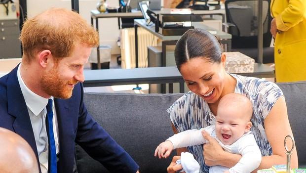 Za živahnega Archieja naj bi bil božič z vso družino pri kraljici preveč naporen. (foto: Backgrid/Backgrid Usa/Profimedia)