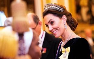 Vojvodinja Kate Middleton na roki nosila skrivnostni prstan, ki ga do zdaj še nismo videli