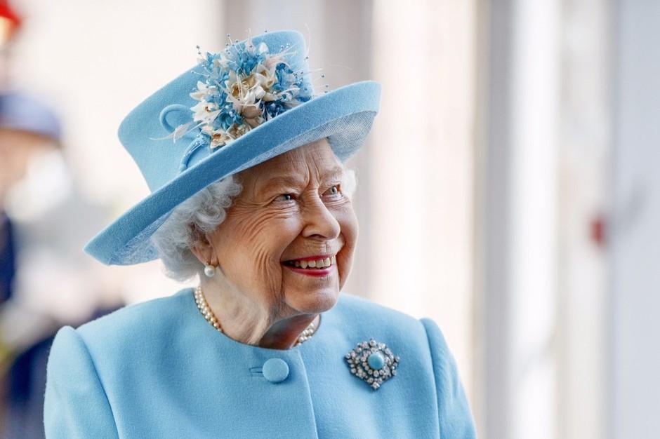 Le kako se bo odzvala kraljica Elizabeta II., če bo Harry z družino za božič odpotoval čez lužo k Meghanini mami? (foto: Profimedia)