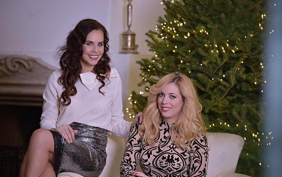 Dve lepotici na kupu: Ana Tavčar Pirkovič v rdeči, Lorella Flego pa v beli obleki ukradli vso pozornost (foto: Zen)