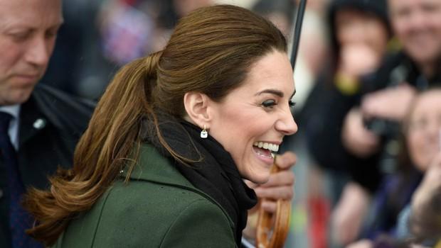Poglejte si, kako je Kate Middleton pred kamerami odrinila Williama, ko jo je želel potrpljati po roki (foto: Profimedia)