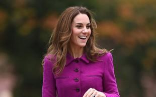 Kate Middleton se je na božično kosilo h kraljici Elizabeti pripeljala sama, ne zgodi se pogosto, da jo vidimo za volanom