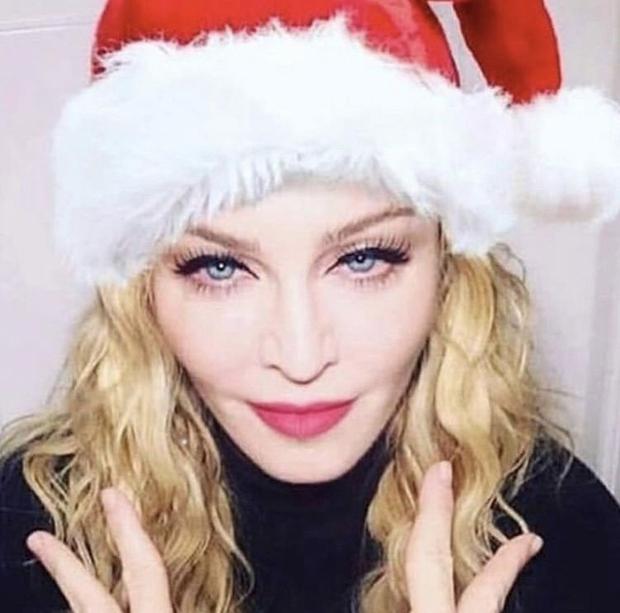 Oglejte si fotografije zvezdnikov v božičnih kapah