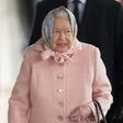Kraljica Elizabeta se je v Sandringham, kjer bo slavila božič, pripeljala kar z vlakom