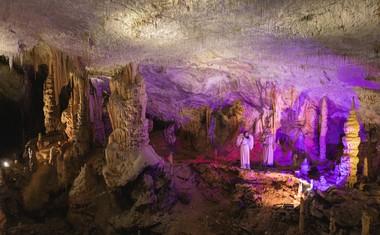 Prefinjeni glasbeni elementi pričarajo nepozabno doživetje Postojnske jame.