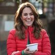 Kate Middleton pokazala fotografijo otrok, kjer je bil princ William še posebej raznežen in je poljubljal princa Louisa