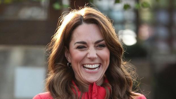Kate Middleton pokazala fotografijo otrok, kjer je bil princ William še posebej raznežen in je poljubljal princa Louisa (foto: Profimedia)