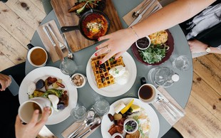 Namesto nakupov presenetite svoje prijatelje s prazničnim zajtrkom