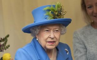 Kraljica Elizabeta na mizi nima fotografij Meghan Markle in princa Harryja, se je pa spomnila princa Archija v svojem govoru