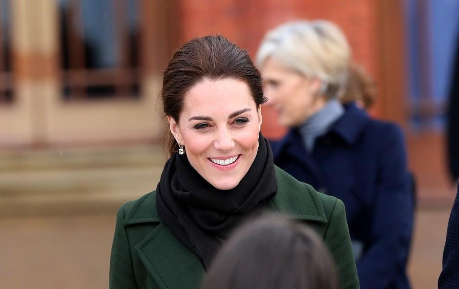 Kate Middleton se je pohvalila, da svojim otrokom sama speče rojstnodnevne torte (foto: Profimedia)