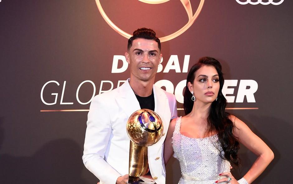 Ronaldova Georgina navdušila s preprosto, a drzno obleko (foto: Profimedia)
