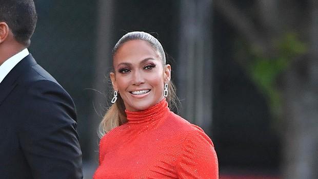 Jennifer Lopez z zaročencem na počitnicah: Ponagajale so ji kopalke,  in tudi v tem trenutku je bila videti izjemno seksi (foto: Profimedia)