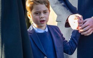 Princ George je šele drugič v javnosti imel oblečene dolge hlače!