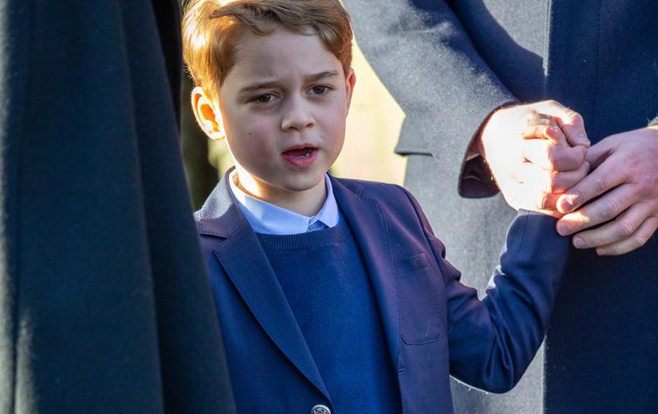 Princ George je šele drugič v javnosti imel oblečene dolge hlače! (foto: Profimedia)