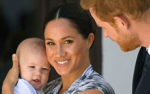 Princ Harry pokazal novo ljubko fotografijo princa Archieja, ki je čista kopija Meghan Markle