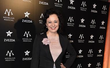 Nasmejana igralka Lara Jankovič.