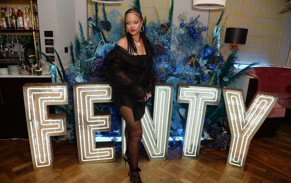 Rihanna je navdušila v seksi spodnjem perilu (foto: Profimedia)