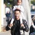 Najbolj seksi moški na svetu John Legend je najraje na svetu očka