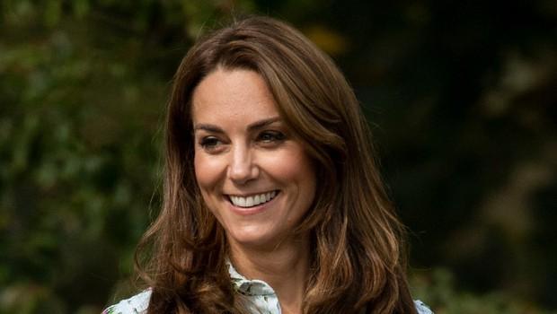 Kate Middleton pokazala nov plašč, ki je v hipu postal modni hit (foto: Profimedia)
