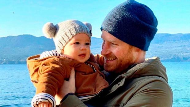 Princ Harry razkril, da je mali princ Archie prvič videl sneg in bil nad njim izjemno navdušen (foto: Profimedia)