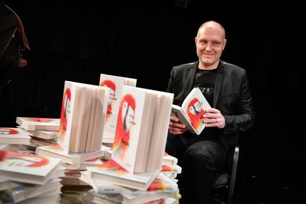 Mitja Čander s svojo novo knjigo. (foto: Marko Pigac/Mp Produkcija)