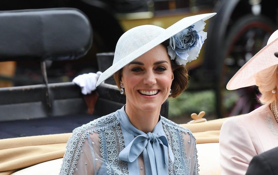 Gola stopala Kate Middleton, prizor, ki se ga le redko vidi (foto: Profimedia)