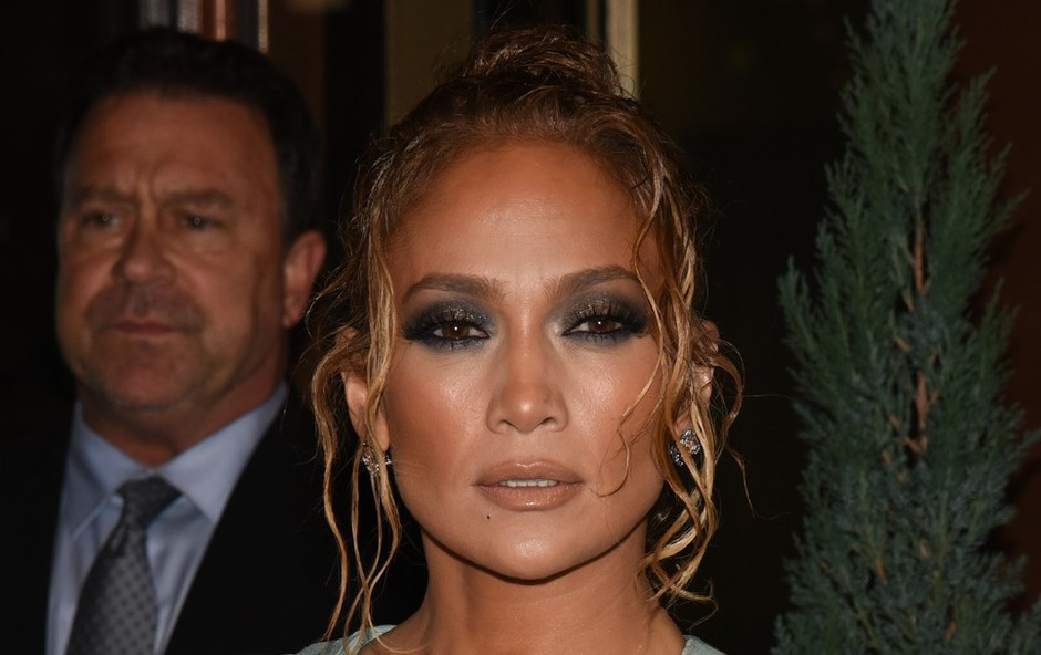 Je Jennifer Lopez s temi kopalkami napovedala poletni trend? Svoje bodo rekle modne poznavalke! (foto: Profimedia)