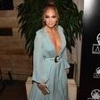 Jennifer Lopez v belih kopalkah pokazala rezultate trdega dela: To ni telo 50-letnice!