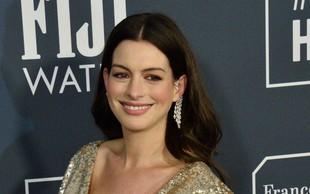 """Po """"skrivnem"""" rojstvu drugega otroka Anne Hathaway zablestela na prireditvi!"""