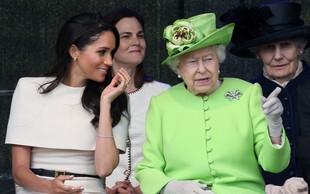 Kraljica Elizabeta samo par minut pred javnostjo izvedela, da se princ Harry in Meghan Markle umikata s kraljevega dvora