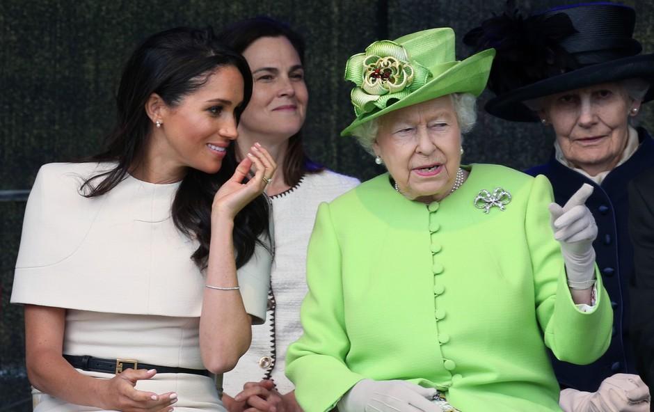 Kraljica Elizabeta samo par minut pred javnostjo izvedela, da se princ Harry in Meghan Markle umikata s kraljevega dvora (foto: Profimedia)
