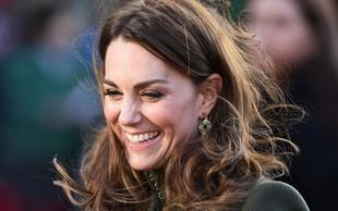 Kate Middleton prvič po aferi z Meghan in Harryjem v javnosti: Nasmejana do ušes